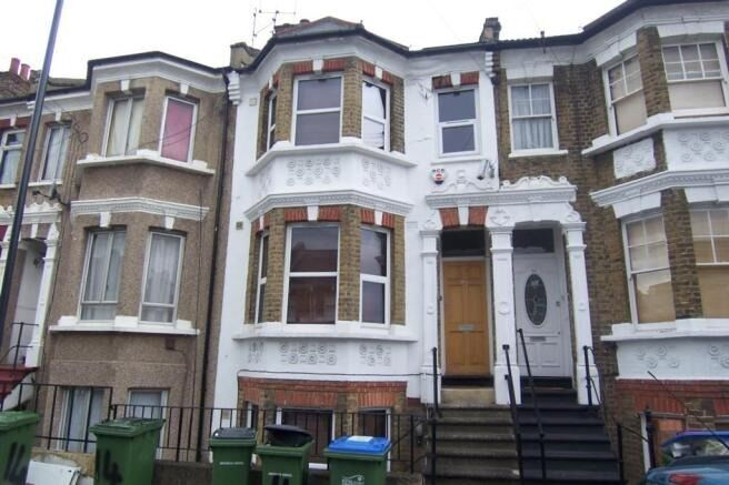 ONE BEDROOM - GARDEN FLAT AVAILABLE NOW