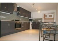 3 bedroom flat in Holmleigh Court, London, SW16 (3 bed) (#1043422)