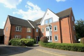 Beautiful 2 bed apartment with gated parking, 5 mins from town