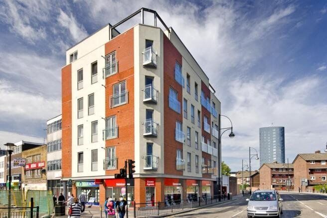 Amazing New Build Three Bedroom Flat, Top Floor with a Balcony, Close to Startford Westfields