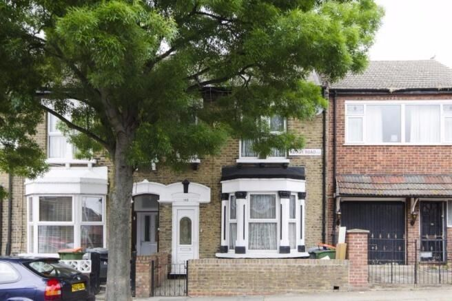 Amazing spacious newly refurbished 2/3 bedroom first floor flat in Stratford, E15