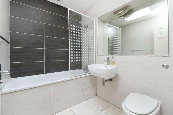 Stylish 1 bedroom apartment to rent steps away from Highbury and Islington