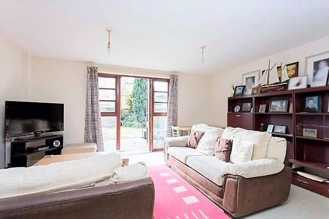 PLEASED TO OFFER THIS 3 BED HOUSE IN ILFORD FOR £1600PCM! LESS THAN 15MINS WALK TO THE STATION!
