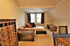2 bedroom flat in Culverden Road, London, SW12 (2 bed) (#1073539)