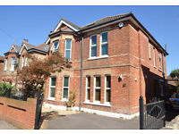 LARGE 6 BEDROOM HOUSE FOR RENT £1700 PER MONTH - 3 RECEPTIONS - LARGE GARDEN AVAILABLE LATE FEBUARY