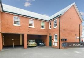 2 bedroom flat in Croix Court, Royston, SG8 (2 bed)