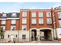 Large Modern Two Bedrooms & Two Bathrooms Apartment Located in Acton W3