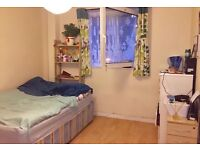 **Double room available 6mins by walk to Bethnal Green Tube Station Zone 2 on Central Line**