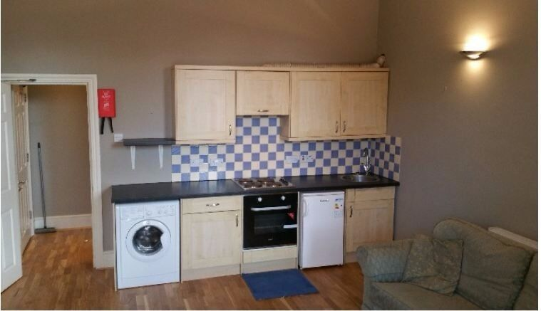 Bright, spacious self contained double studio - SW12
