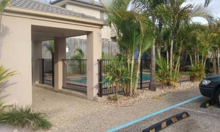 Townhouse - POOL - Air Con - 300M From Shops
