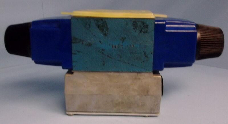 VICKERS DG4V-3-2C-M-W-B-40 DIRECTIONAL CONTROL SOLENOID VALVE, NIB *KJS*
