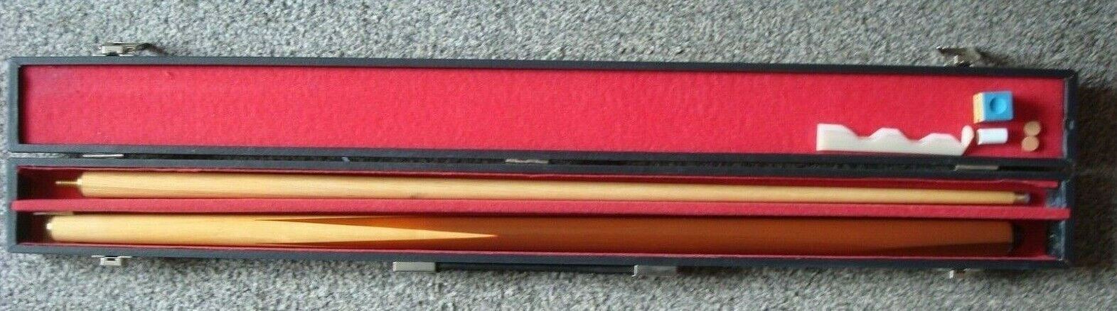 Pro one By Donnay Snooker Cue and case with Accessories L 15.75 oz.