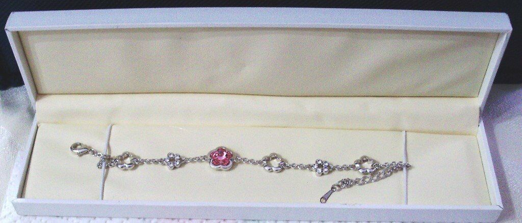 BRAND NEW. BEAUTIFUL BRACELET WITH SWAROVSKI ELEMENT CRYSTALS