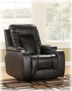 *** USED *** ASHLEY MATINEE ECLIPSE RECLINER   S/N:702602010   #STORE614
