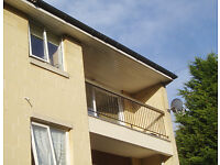 2 bedroom spacious unfurnished apartment with balcony and private parking. Weston, Bath.
