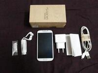 WHITE SAMSUNG GALAXY S4 WITH CHARGER AND ORIGINAL BOX - ROGERS