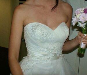 Wedding dress size 6-8 Fitzgibbon Brisbane North East Preview