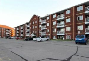 SUN FILLED 2 BED CONDO IN AJAX!!!!! CLOSE TO LAKE!!! HAMPTONS!!!