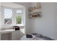 Room to let-available now!