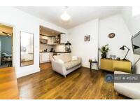 2 bedroom flat in Gwendwr Road, London, W14 (2 bed)