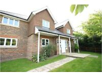Beautiful & Large 2 Bed, 2 Bathroom ground floor apartment in Row Town, Addlestone