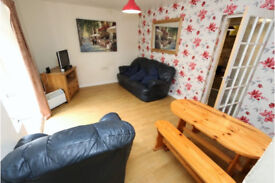 Double bedroom available now in 2 bedroom flat