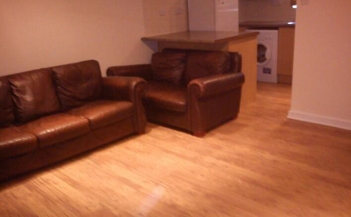 Newly Refurbished 2 Bedroom Ground Floor Property Located Close To Cricklewood Station