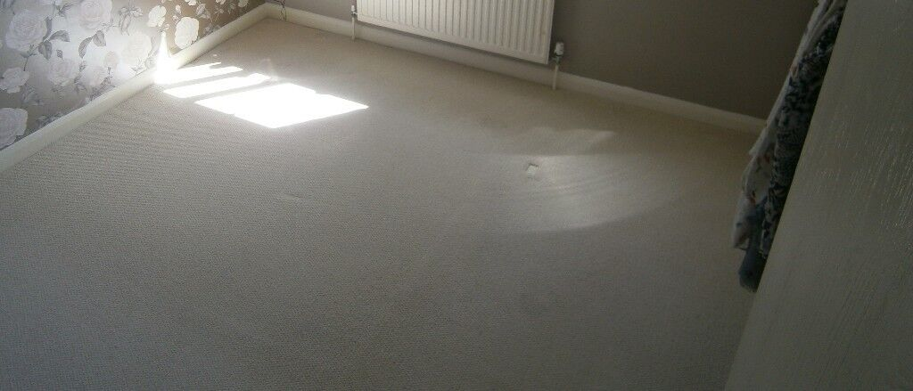 Cream carpet 320cm x 295cmin Bampton, Oxfordshire - Cream wool mix carpet; approx measurements 320cm x 295cm Good condition, just needs a clean; two small stains, as shown Duralay underlay also available