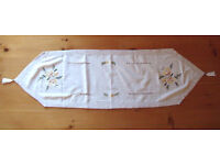 Pretty white, embroidered floral design, pulled-thread detail, tasselled table runner. £3 ovno.