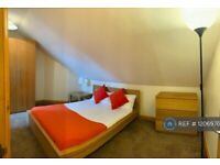 1 bedroom flat in Stanley Grove, Reading, RG1 (1 bed) (#1206976)