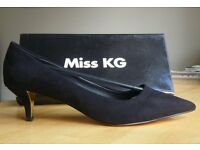 womens shoes - Kurt Geiger, Miss KG black suedette court shoes, kitten heels - size 41 - as new