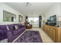 Fantastic opportunity to purchase a 2 bedroom apartment in a much sought after area of Southport