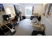 HOUSE IN HEADINGLEY (NO FEE's - SIGN BEFORE 31st JULY!!!)