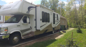***EXCELLENTE CONDITION***FOREST RIVER (FORESTER)  2010