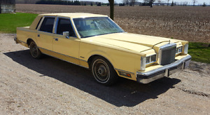 1981 Ford Lincoln TownCar