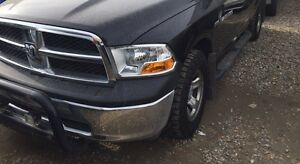 2012 DODGE RAM 1500 in excellent condition!!! 5,7 HEMI