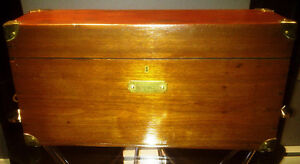 "ANTIQUE WOOD BOX ""GALVANO-FARADIC MANUFACTURING CO."""