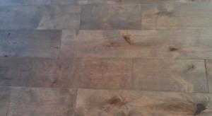 Plancher bois franc en merisier