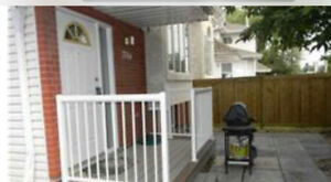 3 bdrm 3.5 bathroom townhouse close to UoA for rent