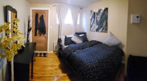 Logement 3 1/2, style loft, TOUT INCLUS à Louer