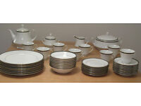 UNUSED/BOXED 44 pc FINE BONE CHINA DINNER SERVICE & TEA SET/22 CARAT GOLD/BOOTS HANOVER GREEN/ GIFT