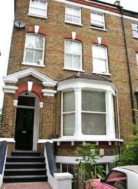 3 bedroom flat in Hartham Road, Caledonian Road, N7