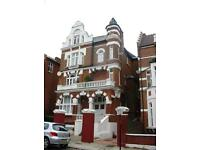 2 bedroom flat in Compayne Gardens, West Hampstead, NW6