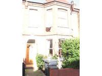 3 bedroom flat in Cavendish Road, Manor House, N4