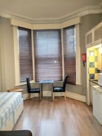 *Move In Quick* Studio to rent Matheson Road, London W14