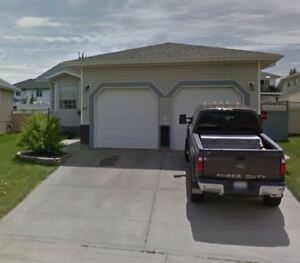 Sylvan Lake 5 Bed, 3 Bath  Home, 69 Perry Drive - Avail Oct 1st!