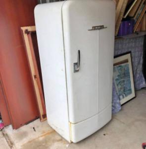WANTED: Vintage/retro fridge