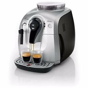 Machine à cappuccino Saeco XSMALL Plus HD8745/47 Argent/Noir Refurb - AUTOMATIC ESPRESSO COFFEE MAKER - BESTCOST.CA