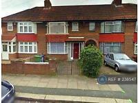 3 bedroom house in Oakleigh Avenue, London, HA8 (3 bed)
