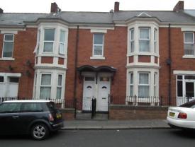 3 bedroom flat in Fairholm Road, Newcastle upon Tyne
